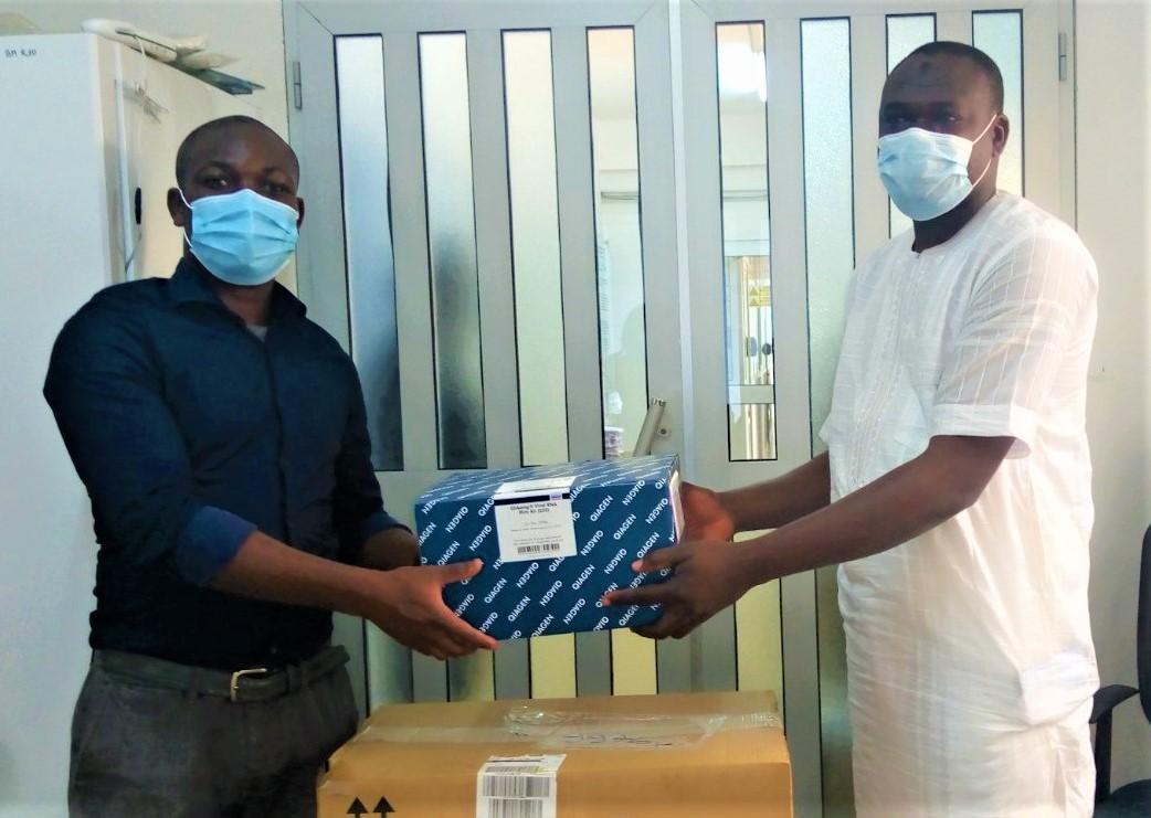 LUTTE CONTRE LE COVID-19: Lomé Container Terminal (LCT) fait don de kits de tests COVID 19 à l'Institut National d'Hygiène (INH)